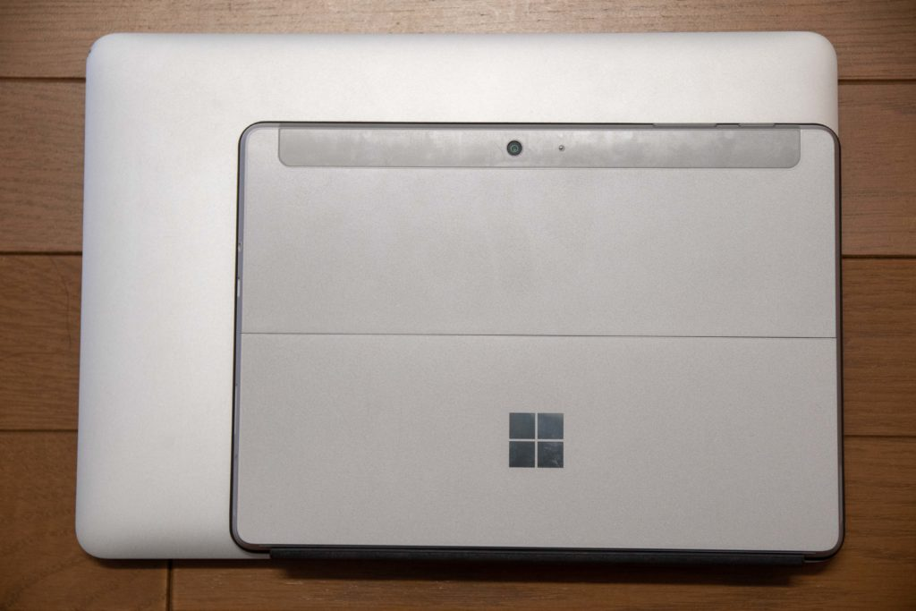 MacBook ProとSurface Goの比較